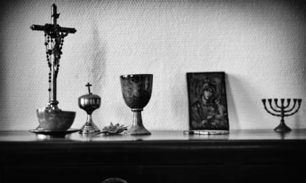 La différence entre Gnostiques et Évêques